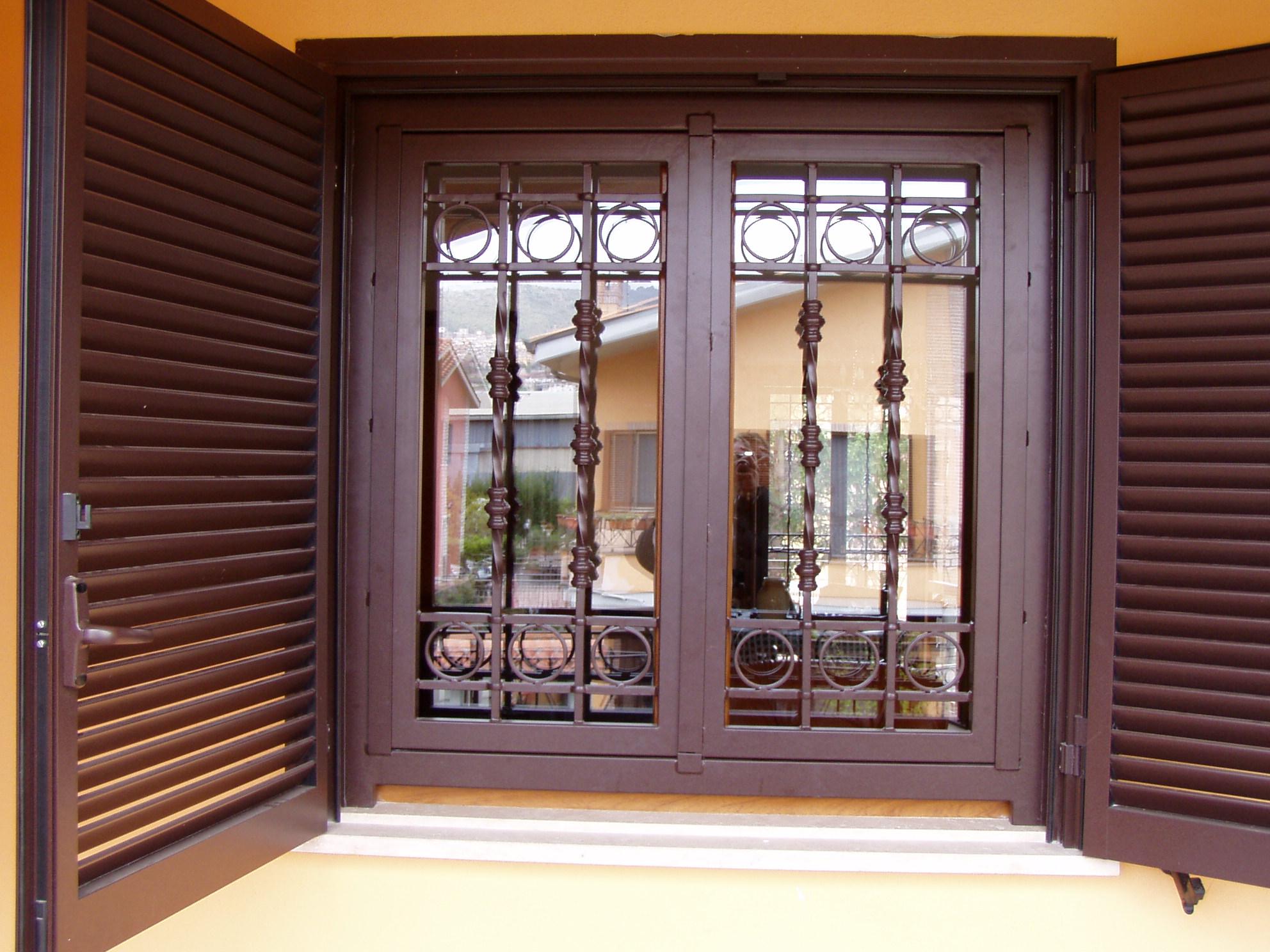 Aloisi daniele infissi in ferro e alluminio ferro - Grate per finestre a scomparsa ...