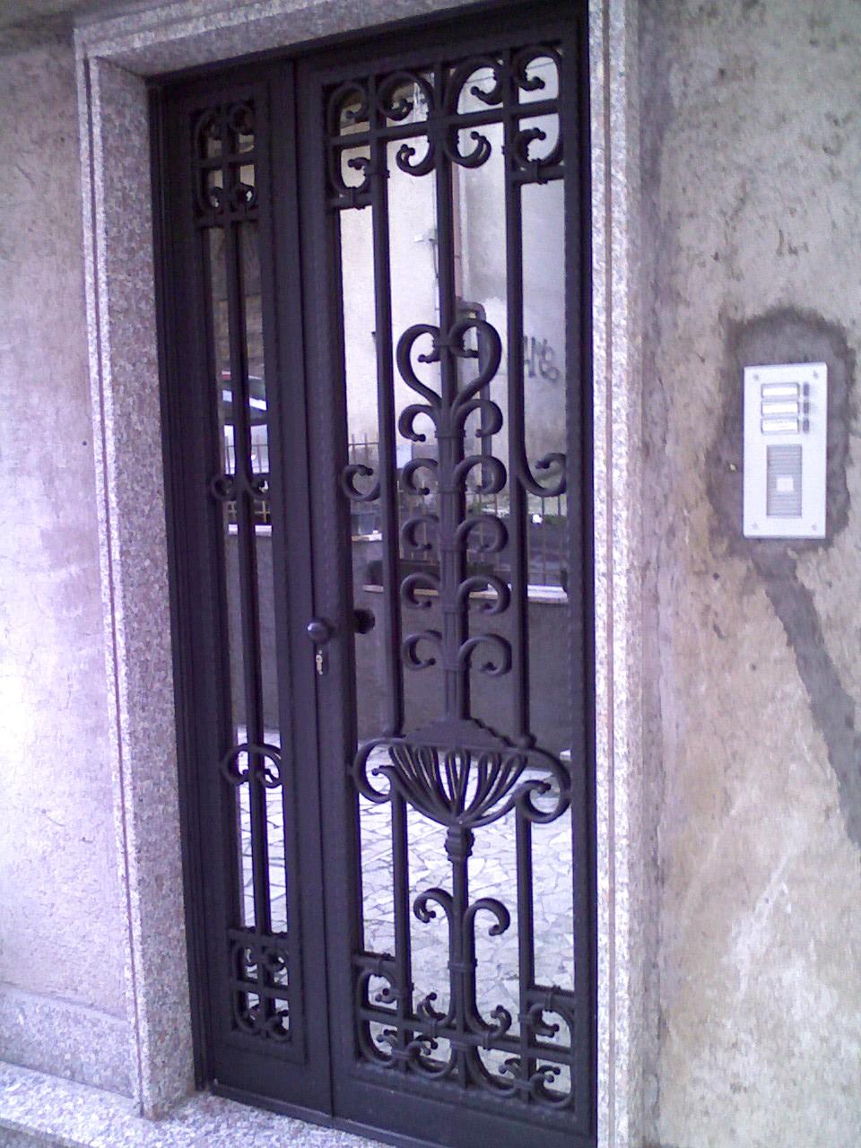 Popolare Aloisi Daniele - Infissi in Ferro e Alluminio: Portoni -- > Porte  HZ12