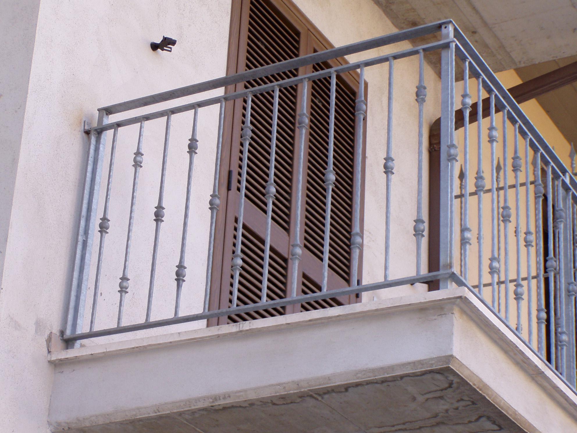 Aloisi daniele infissi in ferro e alluminio ferro for Infissi balcone